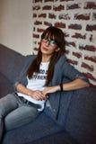 Femme d'affaires dans un café Photographie stock libre de droits