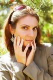 Femme d'affaires dans un environnement naturel Photographie stock