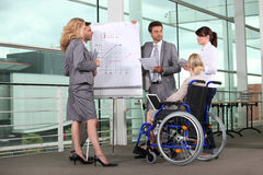 Femme d'affaires dans un fauteuil roulant Images stock