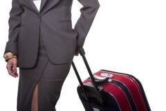 femme d'affaires de bagages sa poussée Photographie stock libre de droits