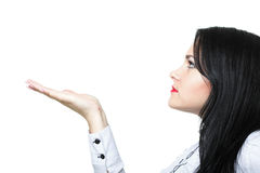 Femme d'affaires de brune avec l'espace vide de copie en main Photographie stock libre de droits
