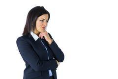 Femme d'affaires de brune pensant avec la main sur le menton image libre de droits