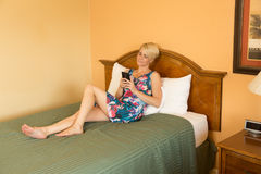 Femme d'affaires de déplacement dans l'hôtel Photos libres de droits