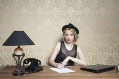 Femme d'affaires de foyer au travail photos stock