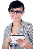 Femme d'affaires de sourire avec la tablette d'iPad Photo stock