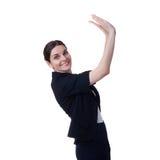 Femme d'affaires de sourire se tenant au-dessus du fond d'isolement par blanc Photo stock