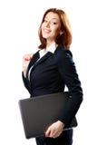 Femme d'affaires de sourire tenant l'ordinateur portable photos stock
