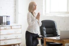 Femme d'affaires de yogi photos stock