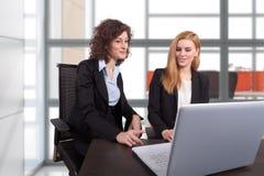 Femme d'affaires deux Image stock