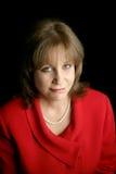 Femme d'affaires en rouge - contrat à terme incertain Photographie stock libre de droits