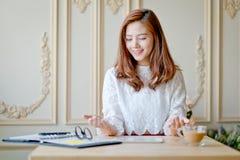 Femme d'affaires en tant que concept fonctionnant Image libre de droits