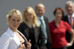 Femme d'affaires et équipe Photographie stock libre de droits