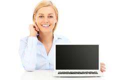 Femme d'affaires et ordinateur portatif Image stock