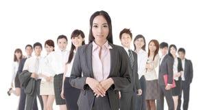 Femme d'affaires et son équipe Photo stock