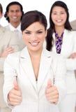 Femme d'affaires et son équipe avec des pouces vers le haut Images stock