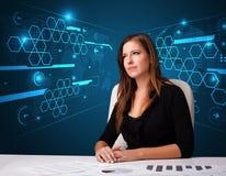 Femme d'affaires faisant des écritures avec le fond futuriste Photo libre de droits