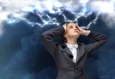 Femme d'affaires faisant face à des problèmes Image stock
