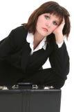 Femme d'affaires fatiguée avec la serviette Photographie stock libre de droits