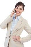 Femme d'affaires gaie au téléphone regardant l'appareil-photo Images stock