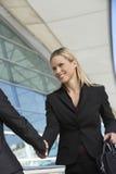 Femme d'affaires Greeting Female Colleague Photos stock