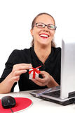 Femme d'affaires heureuse avec le cadre actuel Images stock