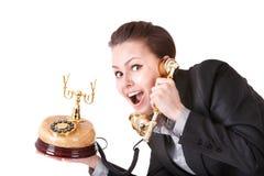 Femme d'affaires heureuse avec le téléphone d'or. Photo libre de droits