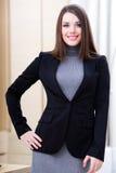 Femme d'affaires heureuse dans le bureau Photos libres de droits