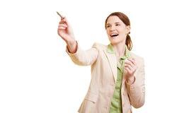 Femme d'affaires heureuse l'affichant Image libre de droits
