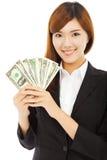 Femme d'affaires heureuse tenant l'argent Image stock