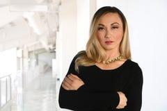 Femme d'affaires Inside Office d'Atractive Images libres de droits