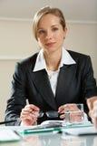 Femme d'affaires intelligente Photo stock