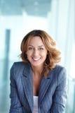 Femme d'affaires joyeuse Photographie stock