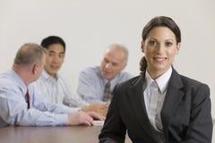 Femme d'affaires lors du contact de personnel Photographie stock