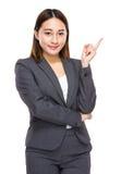 Femme d'affaires mélangée asiatique avec une idée Photographie stock