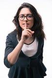 Femme d'affaires montrant le doigt au-dessus des lèvres Soyez tranquille ! ! ! Images stock