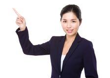 Femme d'affaires montrant le point de doigt  images stock