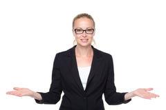 Femme d'affaires montrant le signe de mains aux côtés images stock