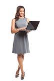 Femme d'affaires noire avec l'ordinateur portatif Photographie stock