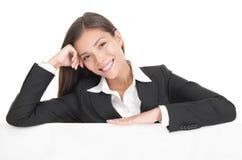 Femme d'affaires occasionnelle de panneau-réclame Images libres de droits