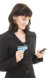 Femme d'affaires payant avec par la carte de crédit images libres de droits