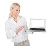 Femme d'affaires présent l'ordinateur portatif Images libres de droits