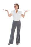 Femme d'affaires présent quelque chose avec ses deux mains augmentées Image libre de droits