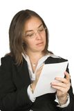 Femme d'affaires prenant des notes Photos stock