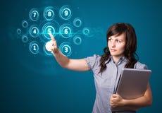 Femme d'affaires pressant le type de pointe de boutons modernes Image stock