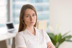 Femme d'affaires réussie prête pour des défis photos libres de droits