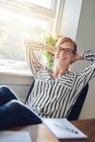 Femme d'affaires réussie sûre décontractée photos libres de droits