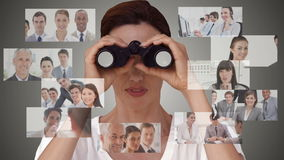 Femme d'affaires recherchant de nouveaux employés banque de vidéos