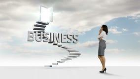 Femme d'affaires regardant des étapes avec un mot de flottement dans le ciel banque de vidéos