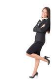 Femme d'affaires restant se penchante sur le signe Images stock