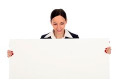 Femme d'affaires retenant l'affiche blanc Photo stock